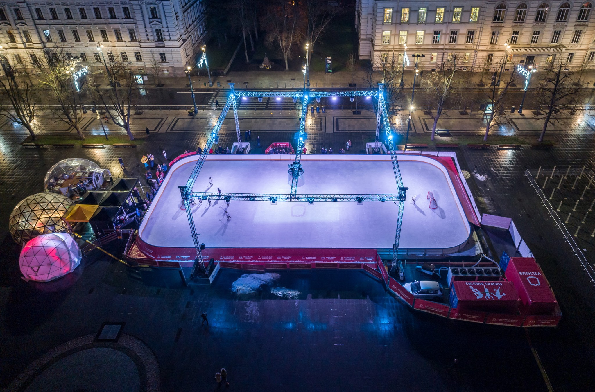 Ø8m Skaidrus Baro kupolas @ Lukiškių aikštėje ledo čiuožykla